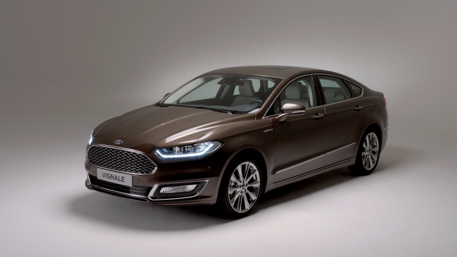 Brown Ford Mondeo Vignale