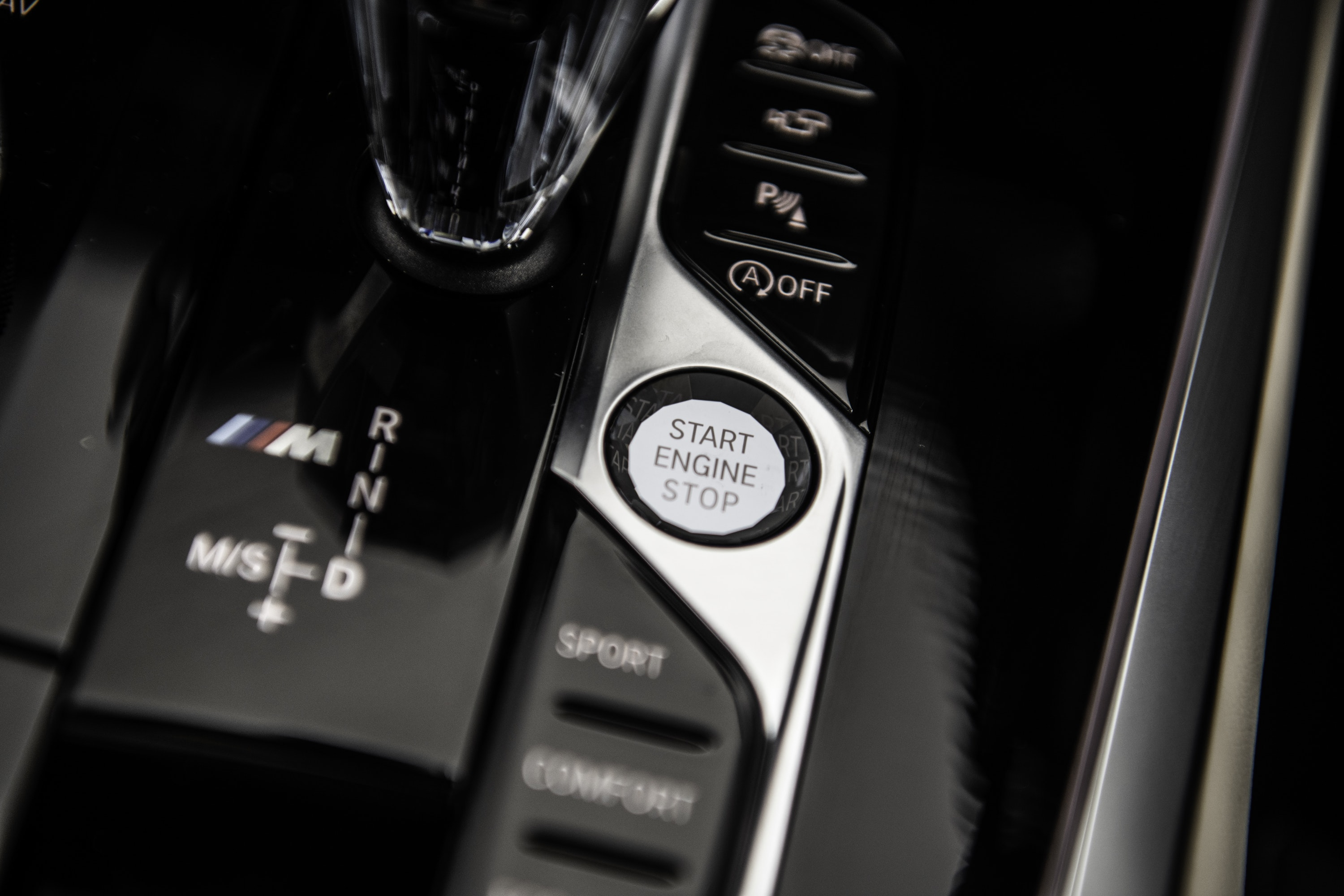 Close up of the stopstart button in BMW X7