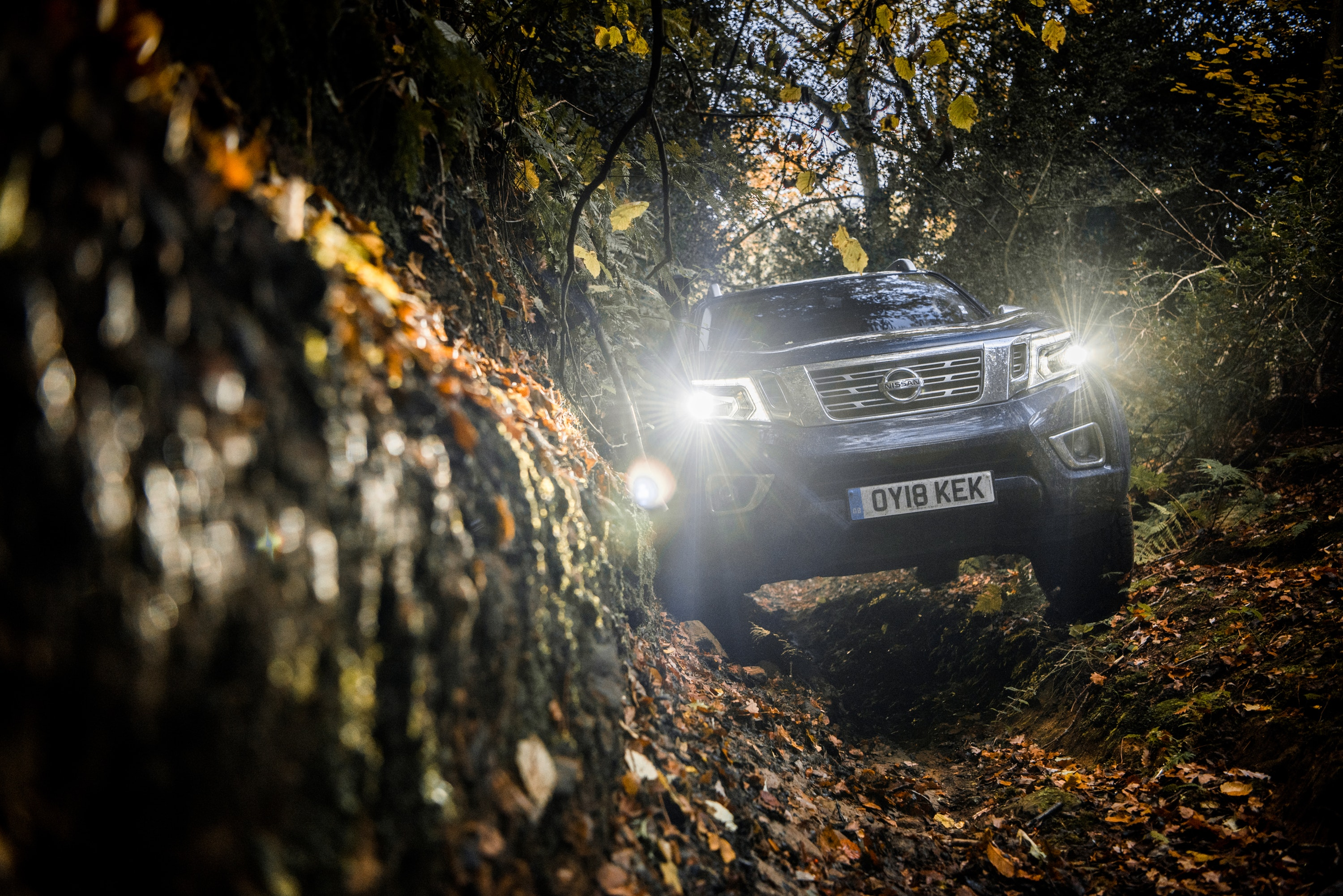 Front headlights of Nissan Navara AT32