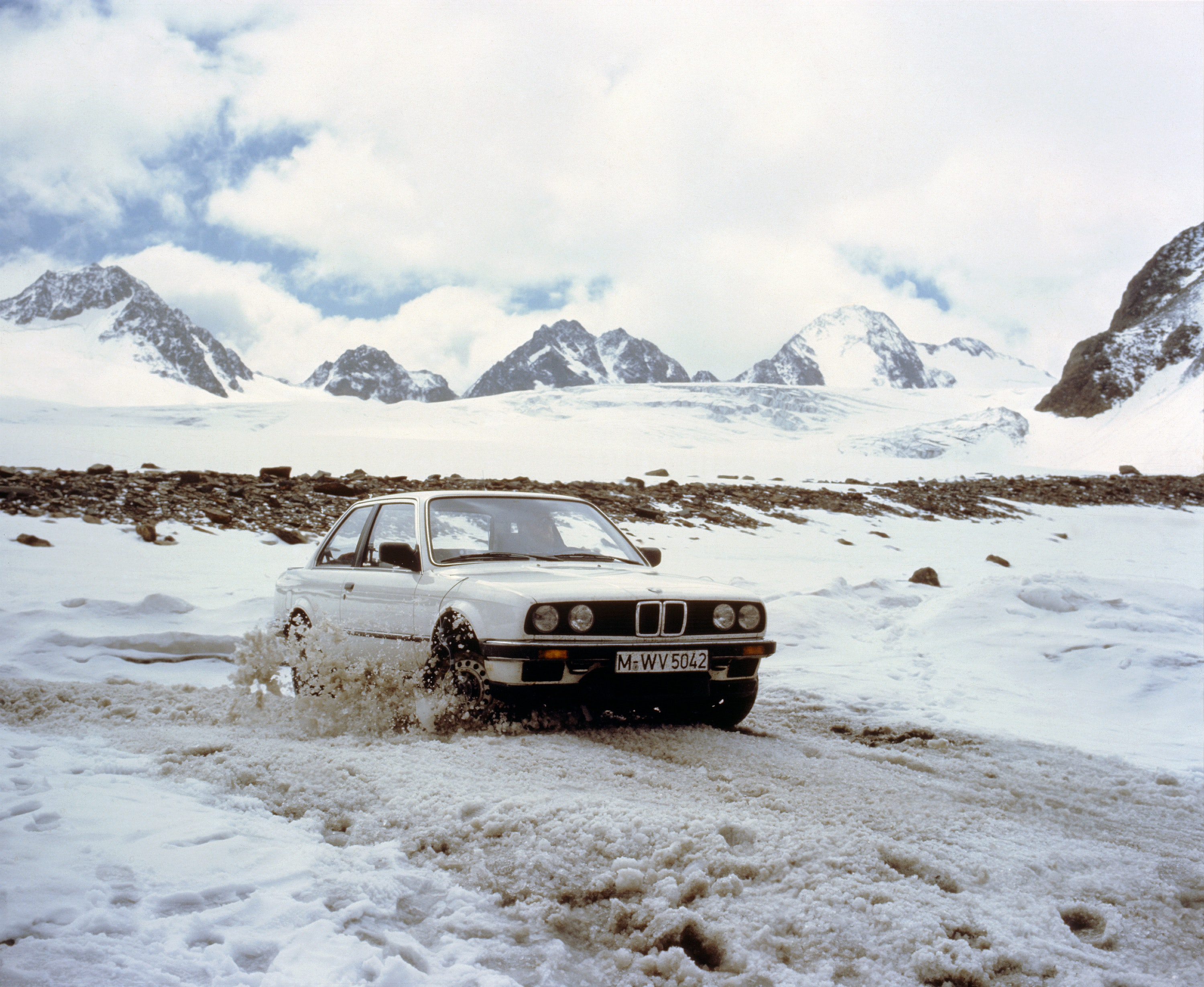 1985 BMW 325i Allrad in snow